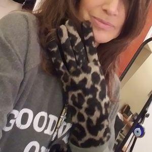 Vince Camuto leopard vegan gloves